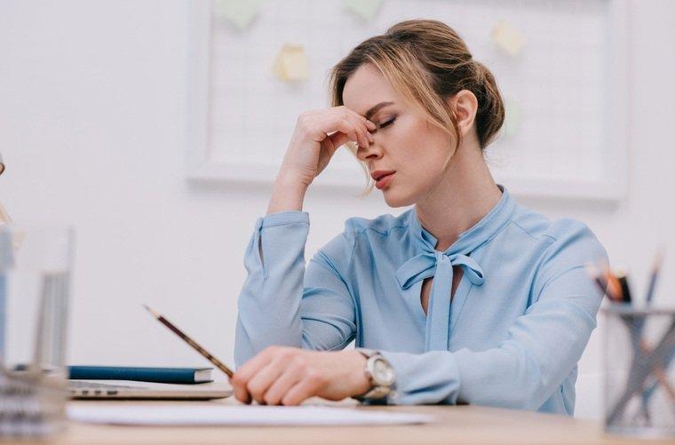 mujer-estresada-en-el-trabajo