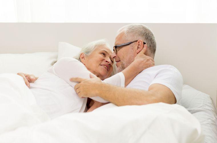 Pareja-romántica-adultos-mayores