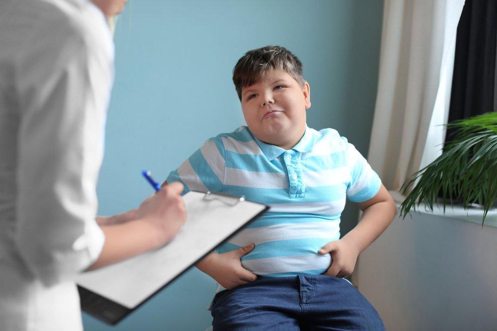 niño consulta medico