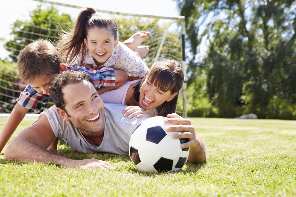 familia feliz en parque