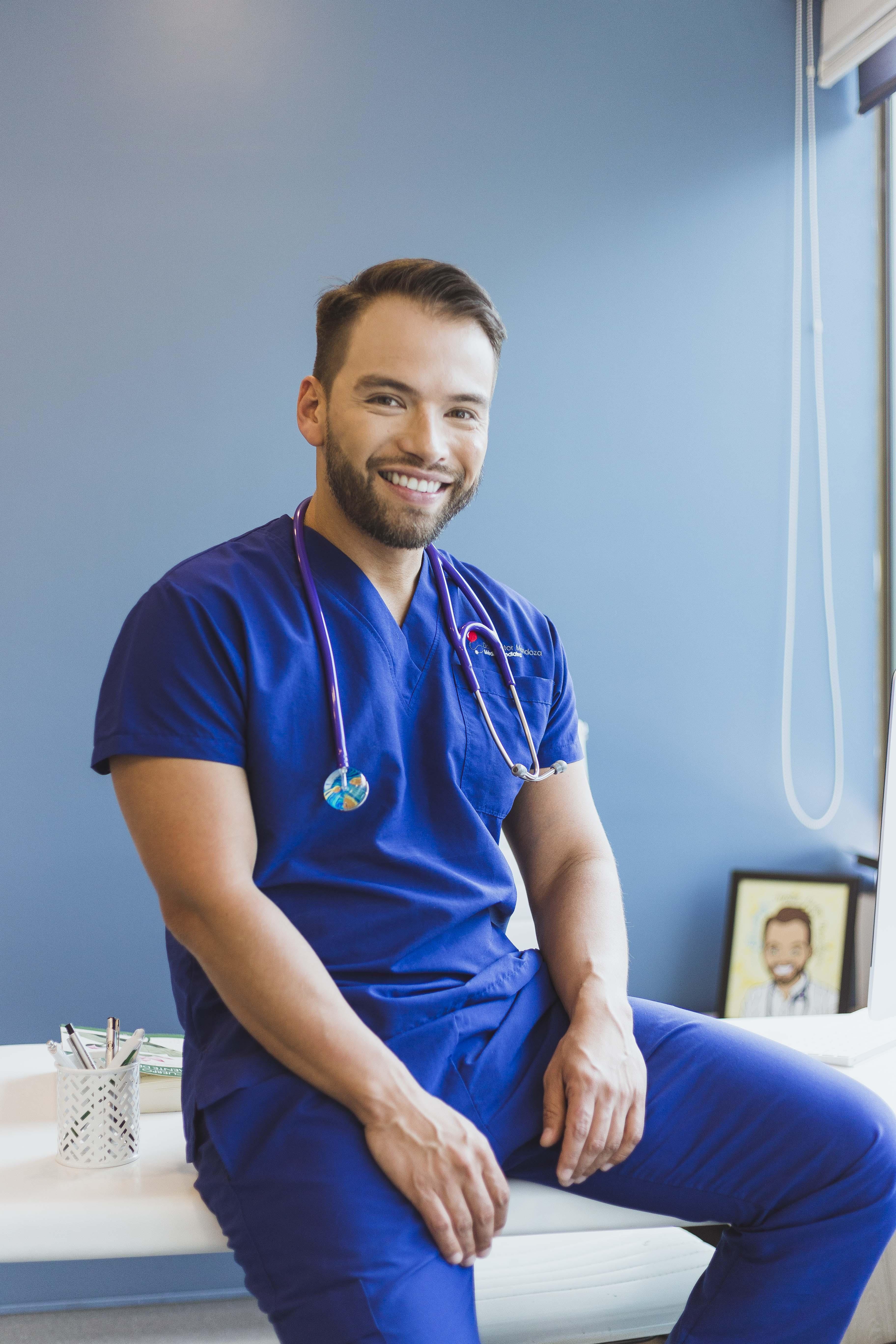 Dr. Héctor Mendoza