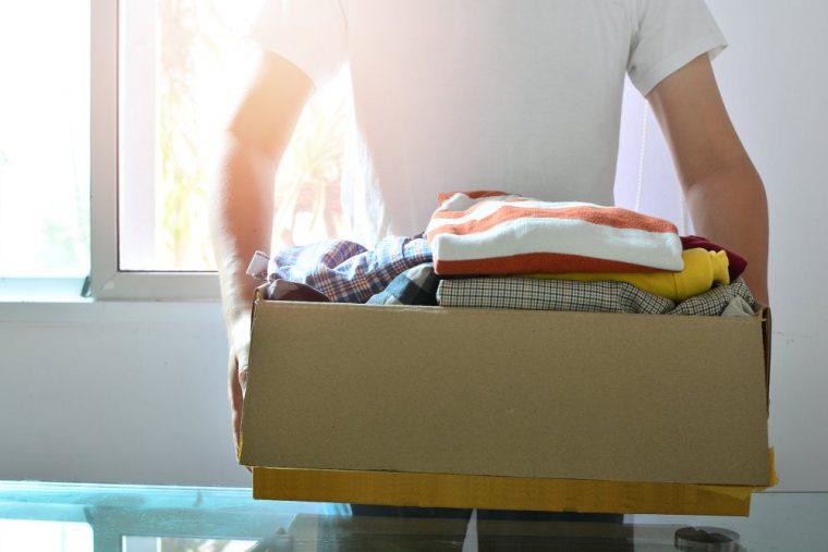 caja con ropa