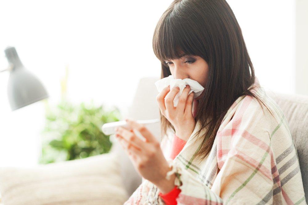 mujer-con-sintomas-de-gripa