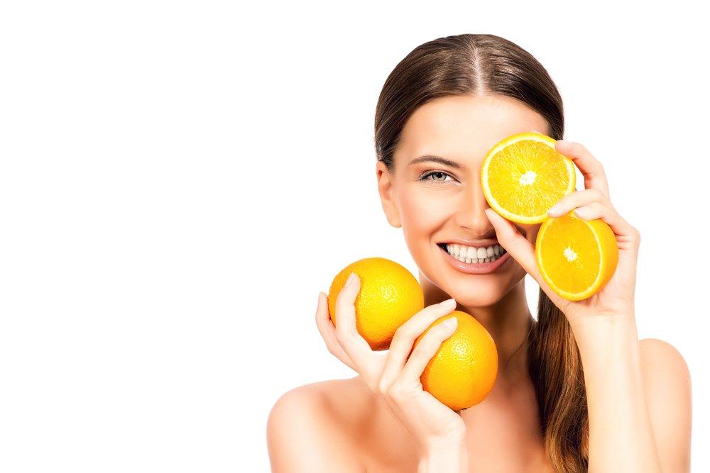 mujer con naranjas