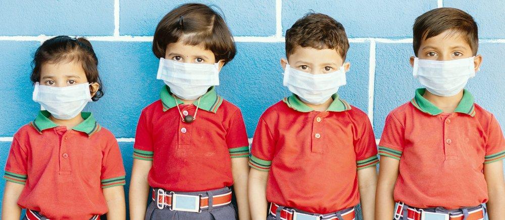 niños con tapabocas por coronavirus