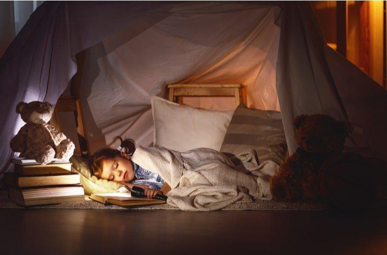 Niña durmiendo - apnea del sueño