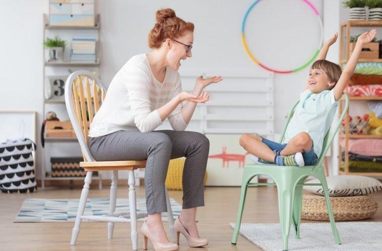 niño con Trastorno por Déficit de Atención e Hiperactividad en consulta