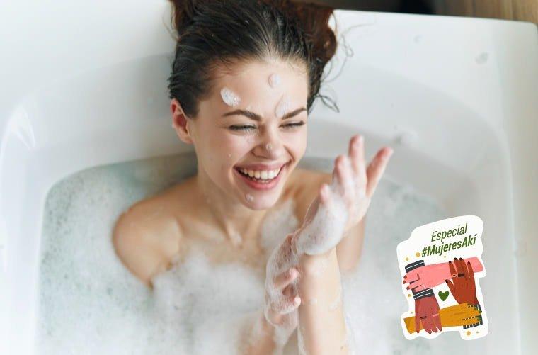 mujer-tomando-un-baño-en-tina
