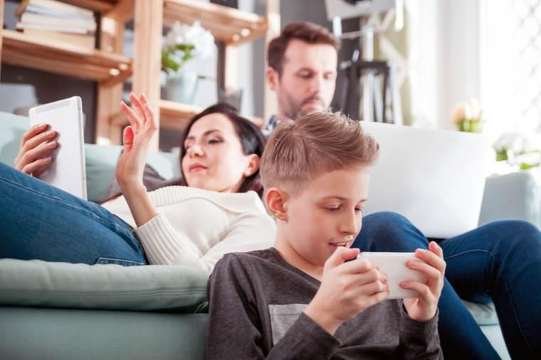 problemas de bienestar digital en la familia