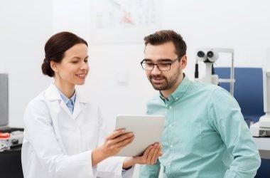 buena comunicación doctora con paciente